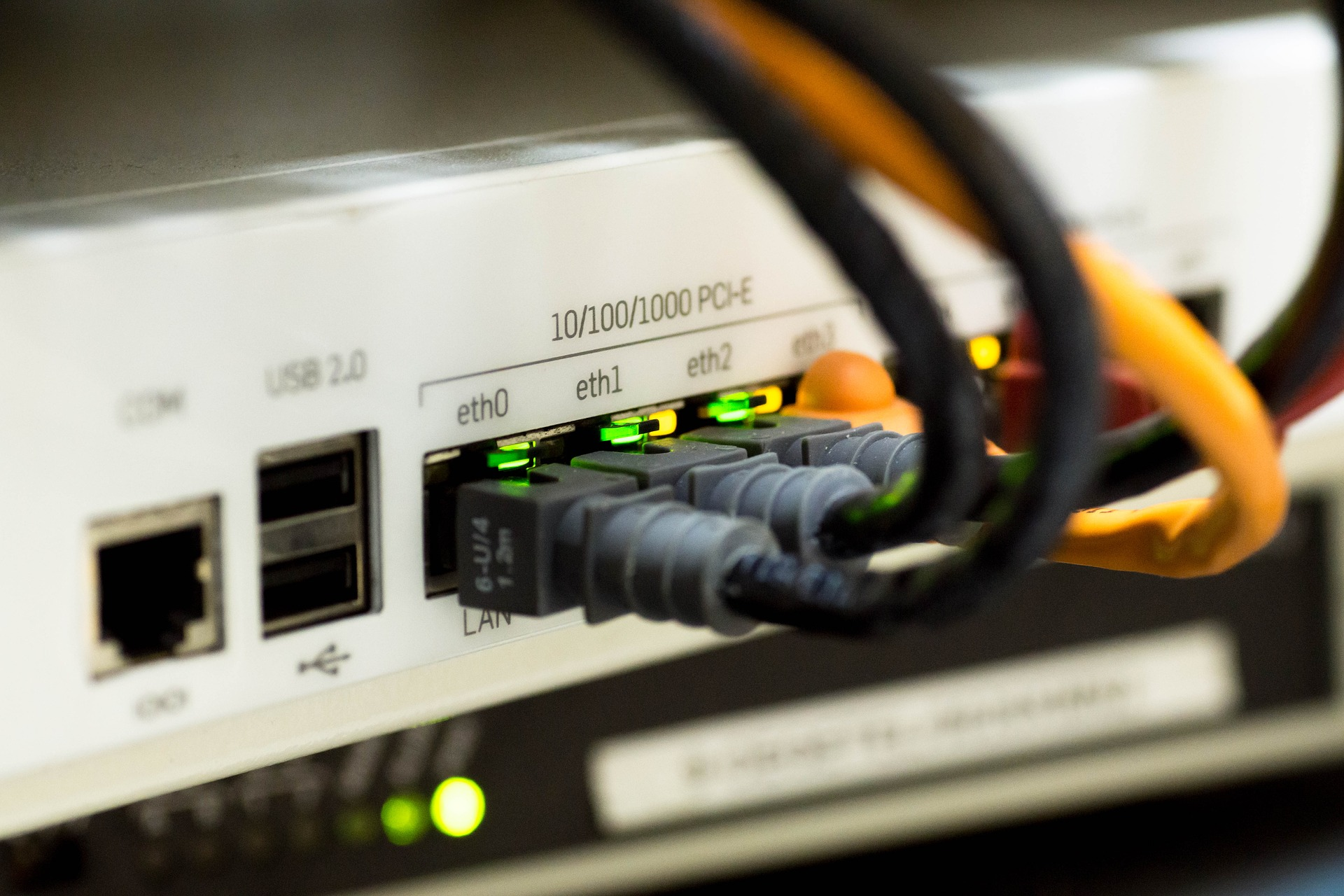 UPS trasmissione dati cavi rack rj45 rete internet